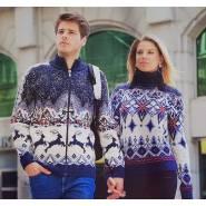 Женский свитер с синими узорами 130-129