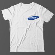 Прикольная футболка с маленькой надписью Samsuka