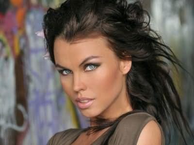 Предлагаем по минимальным ценам в столице купить парик из искусственных волос в Москве